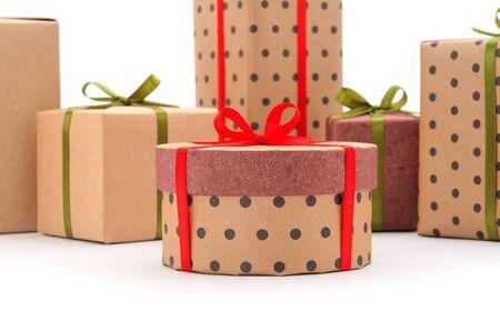 礼物盒,在被隔绝的白色背景的礼物。假期。情人节。妇女节。母亲节。