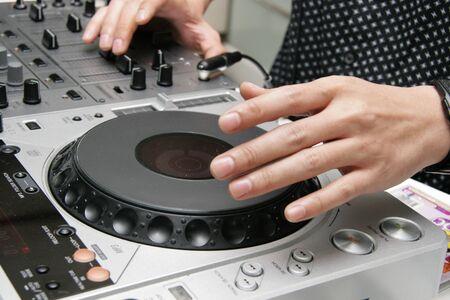 Club DJ, Hand Mixing