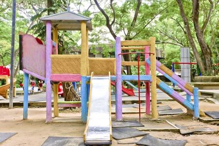 Hochladen - ein buntes Kinderprogramm Spielgeräte.