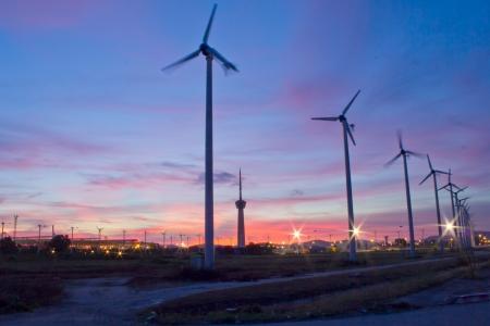 windmill: Foto de archivo - turbina de viento