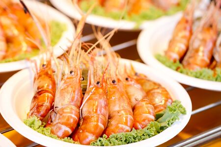 grill prawns, grilled prawns close up in dish