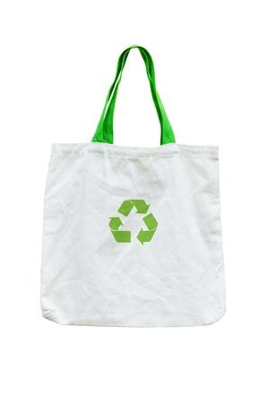 reciclable: la bolsa de compras con el símbolo de reciclaje en blanco Foto de archivo