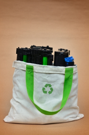 Toner in shopping bag with recycle logo Stockfoto