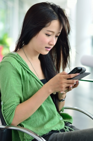 woman smartphone: Beautiful young woman using a mobile phone