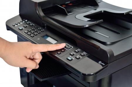 확인 버튼에 손가락으로 다기능 프린터를 닫습니다.
