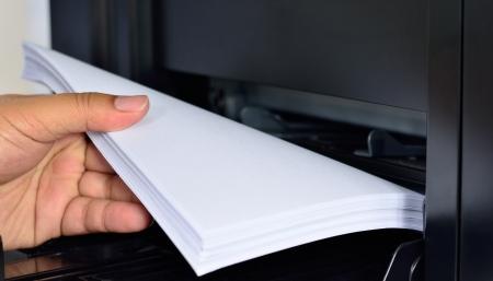 impresora: Cerca de alimentación de papel de impresora multifunción