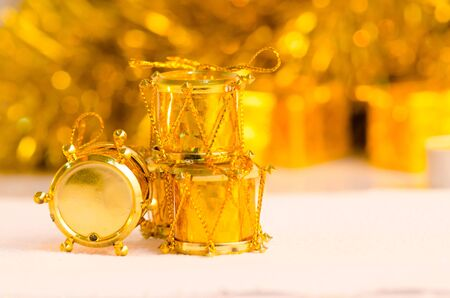 christmas scene and new year background for art design with golden drum, snow gold bokeh background 版權商用圖片