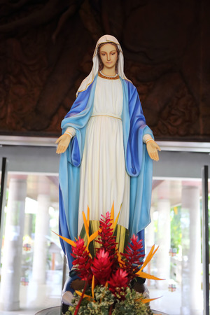 マドンナ -「聖母の奇跡的なメダル」両手広げてのクローズ アップ