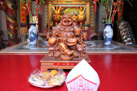 smiling buddha: Smiling Buddha - Chinese God of Happiness, Wealth and Lucky