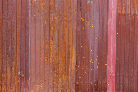corrugated steel: rust on the old zinc plate