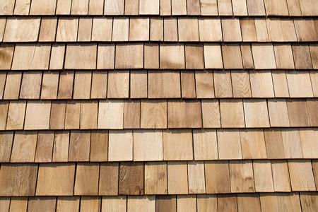 shingles: Cierre de las tejas del techo de madera de color marr�n.