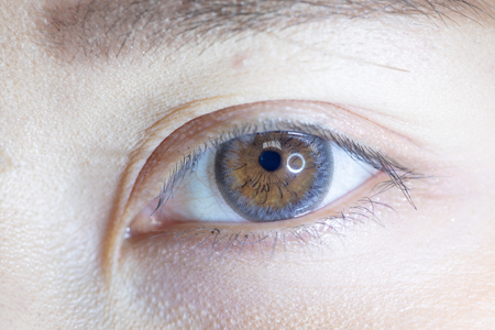 Close up of beautiful woman eye and contact lens. Zdjęcie Seryjne