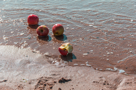 seawater: Four apples in seawater