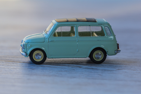3d Pequeno Modelo Retro Del Coche Land Rover Usado Pesado Juguete