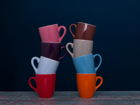 Matching of eight cups in two columns. Concept employment in the group. Banco de Imagens