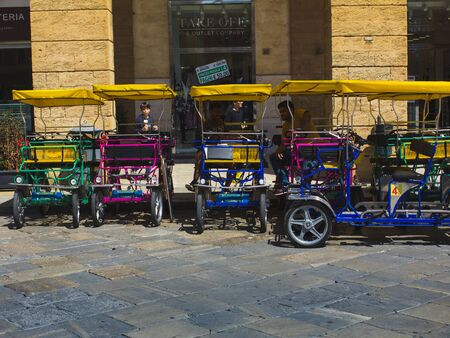 Men of Rickshaw Rental in all colors on the square. 報道画像