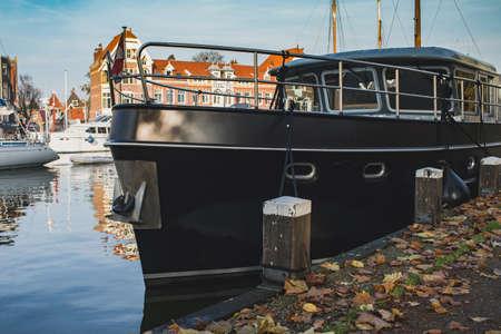 Sailing ships and dutch buildings in characteristic Hoorn, Netherlands Zdjęcie Seryjne