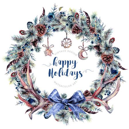 Watercolor Boho Kerstkrans gemaakt van Spruce Branches, Cones, Bessen en Veren Decorated With Deer Antlers, Burlap Bow en Houten Hangers. Winterdecoratie in vintage stijl.