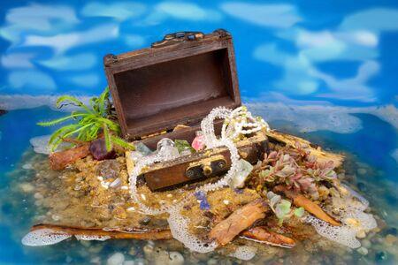 schateiland:  Treasure Island met geschilderde Sky Stockfoto