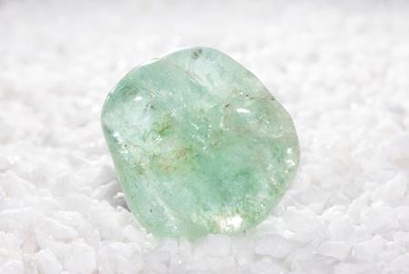 crystal healing: Topazio azzurro, un silicato di alluminio utilizzato come una pietra preziosa in gioielleria e nella guarigione di cristallo per il trattamento della gotta, disturbi del sangue, la tubercolosi e la rigenerazione dei tessuti