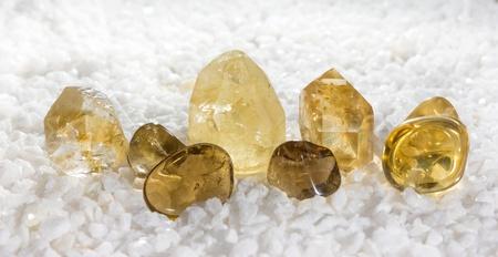gemology: Quarzo citrino, o la pietra di successo, utilizzato per aiutare la digestione, come una pietra preziosa in gioielleria ed � anche la pietra dei nati in novembre Archivio Fotografico