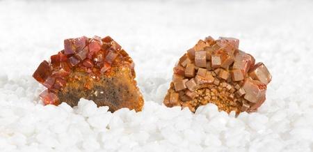 tabellare: I campioni coperti in cristalli wulfenite tabulari, un molibdato di piombo estratto come minerale di molibdeno e utilizzati metafisicamente in magia bianca, come una pietra energizzante e per i viaggi astrali Archivio Fotografico