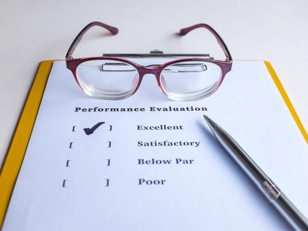evaluacion: La evaluación del desempeño o formulario de evaluación Foto de archivo