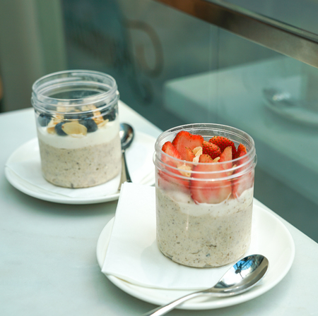 Yoghurt with oats and berries