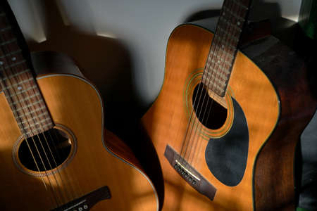 Two classical guitars by the wall. High angle view. Banque d'images