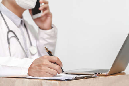 medicine, profession, healthcare and people concept - close up of doctor with clipboard and stethoscope 版權商用圖片