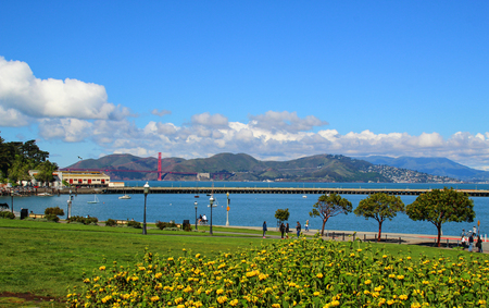 golden gate bridge from San Francisco-Hyde cable car turntable