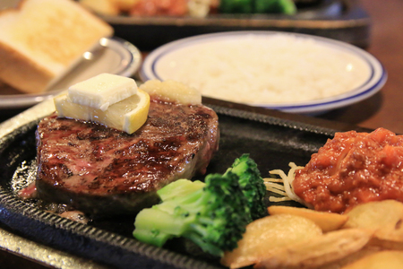grilled beef sirloin steak with side dishes Stockfoto