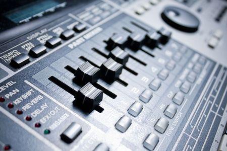 eq: caja de ritmos con construir-en mezclador