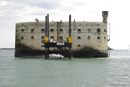 fense: Fort Boyard, old system of maritime dà © fense Editorial