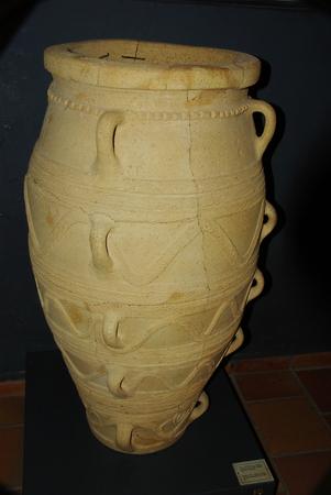 minoan: Jar of Minoan civilization in Crate