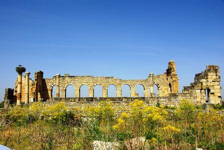 Roman temple: Las ruinas de un templo romano en la antigua ciudad romana de Volubilis en Marruecos