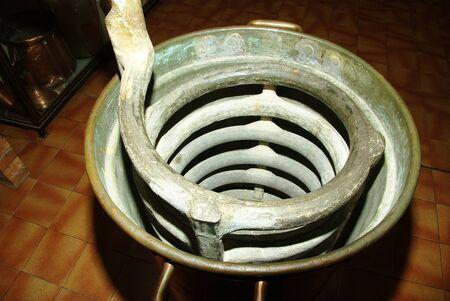 destilacion: Streamer utiliza con un alambique para la destilación