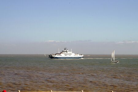 ensuring: Bac ensuring the crossing of the Gironde