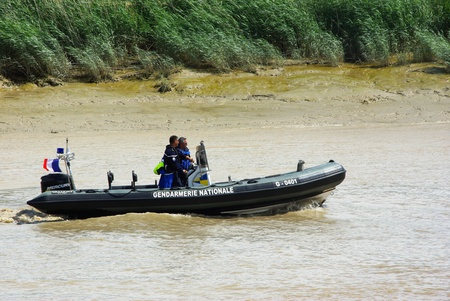 Patrol of the Gendarmerie on the Charente in inflatable boat