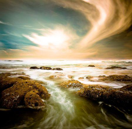 ebb: Ebb tide późnego popołudnia z zamglenie