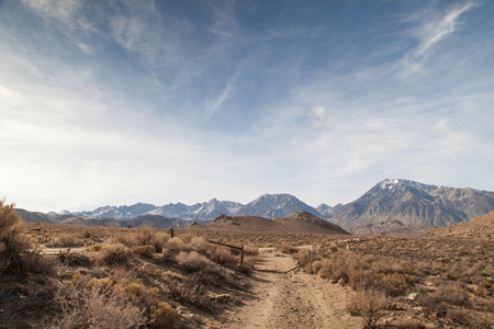 western united states: The Sierra Nevada is a mountain range in the Western United States, between the Central Valley of California and the Basin and Range Province. Stock Photo