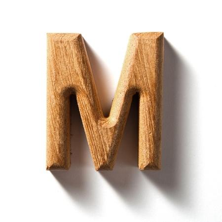 capitel: Letra del alfabeto de madera con sombra sobre fondo blanco, M