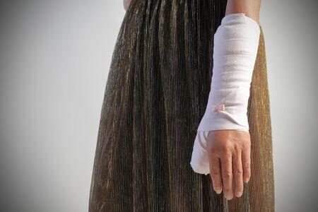 Imagen de primer plano de la férula del brazo para el tratamiento de lesiones por esguince de tobillo.
