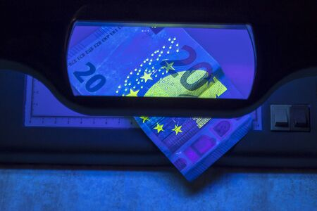 20 euro authentication. ultraviolet light shines on them
