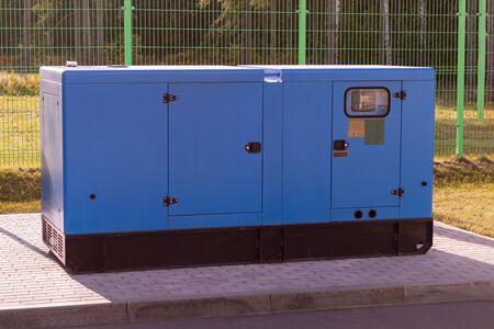 éclairage public, un gros générateur diesel. Source d'électricité de secours. fermer.