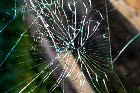 daylight. car glass in the center of the crack. Close-up Archivio Fotografico