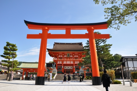 Entrance of Fushimi Inari Taisha Shrine - Kyoto, Japan Standard-Bild - 18017891