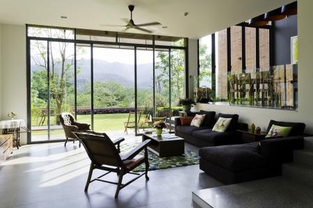 ビンテージ家具と装飾でスタイリッシュなリビング ルーム