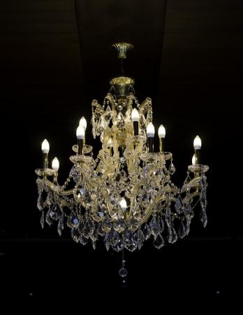 部屋で美しい水晶シャンデリア