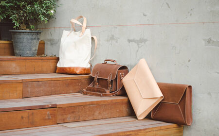 pochette: Fashion Leather Bags, Grunge Background